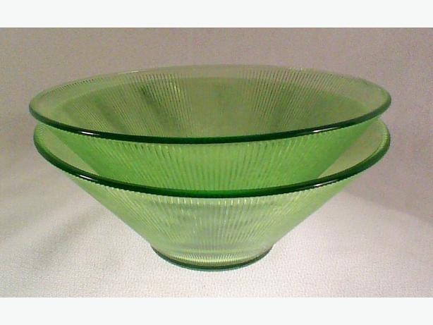 Retro ribbed glass bowls