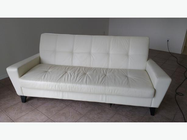 Apartment sized leather sofa 100 obo saanich victoria for Apartment size leather sofa