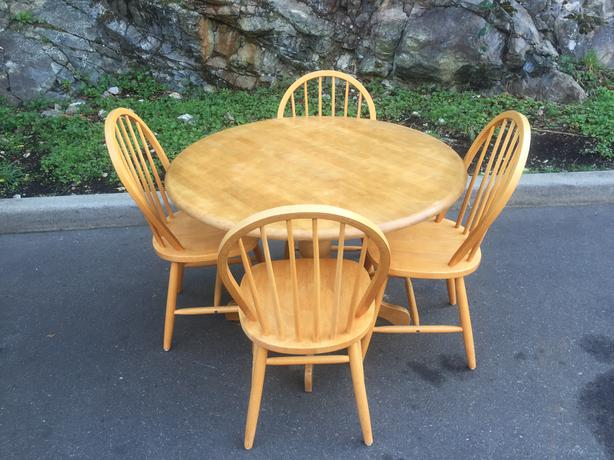 solid rubberwood table and 4 chairs esquimalt view royal victoria