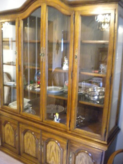 Free dining room hutch saanich victoria mobile for Dining room tables victoria bc