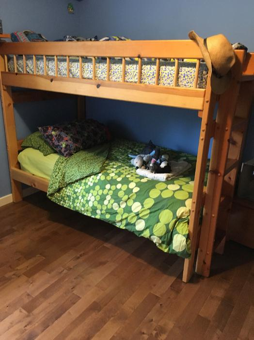 Used victoria loft bed : Solid pine twin loft bed bunk north saanich sidney