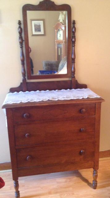 Antique 3 Drawer Lowboy Dresser With Mirror Queens County Pei