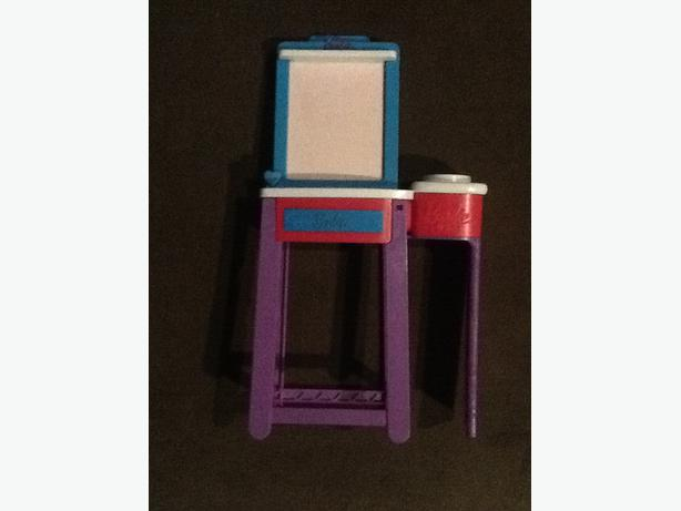 Barbie I Can Be Art Teacher Doll Playset  - Easel