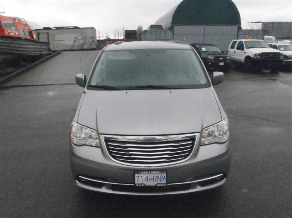 2013 chrysler town country touring stow 39 n go outside comox valley courtenay comox. Black Bedroom Furniture Sets. Home Design Ideas