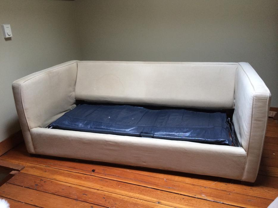 Free sleeper sofa loveseat sofa bed victoria city victoria for Sofa bed victoria