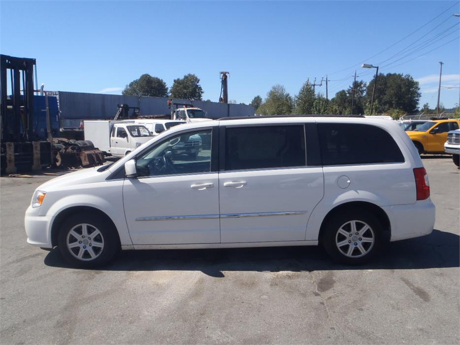 2011 chrysler town country touring stow 39 n go outside comox valley courtenay comox mobile. Black Bedroom Furniture Sets. Home Design Ideas