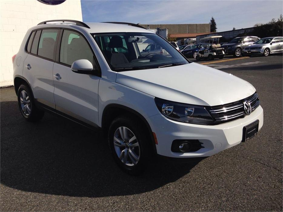 2015 volkswagen tiguan trendline 4motion w convenience pkg outside victoria victoria mobile. Black Bedroom Furniture Sets. Home Design Ideas