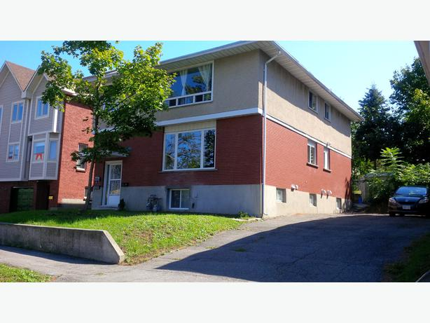 UPDATED 3 BEDROOM 1 BATH APARTMENT FOR RENT LINCOLN FIELDS AREA Cen