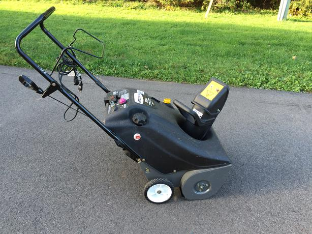"PRICE REDUCED!!! -- Single-Stage Snowblower 21"" 5.5HP"