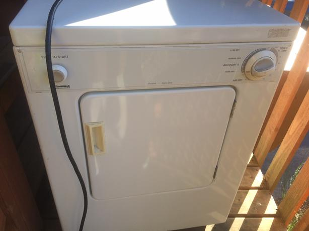 Kenmore Dryer 110v apartment size Cobble Hill, Cowichan