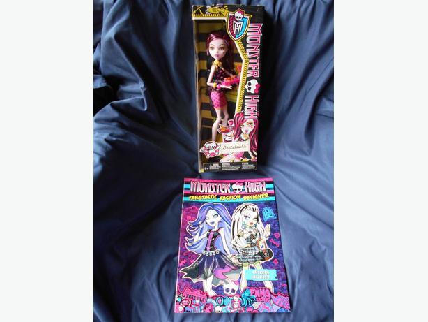 Monster High 2013 DRACULAURA Creepateria Doll BNIB+Fashion Book, Stickers