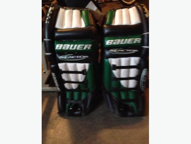 "Bauer 32"" Adult Goalie Pads"
