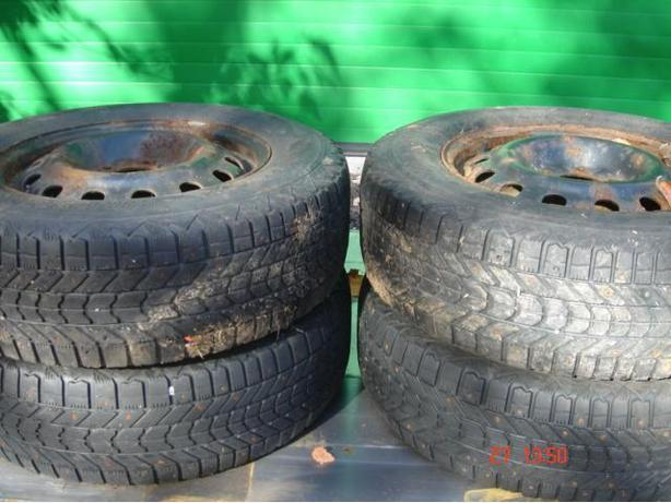 4  Firestone 215-70-R16 Winterforce Studded Winter Tires
