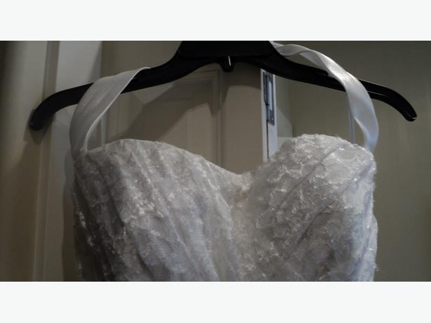 Lace wedding dress  by Da Vinci, Never Worn