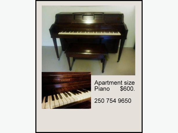 Apartment sized piano central nanaimo nanaimo for Small piano dimensions