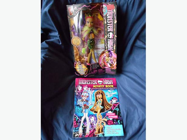 Monster High 2013 Freaky Fusion CLAWVENUS Doll NEW+Activity Book, Stickers