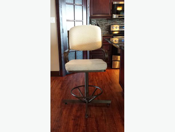 2 Swivel Bar Stools Campbell River Courtenay Comox Mobile