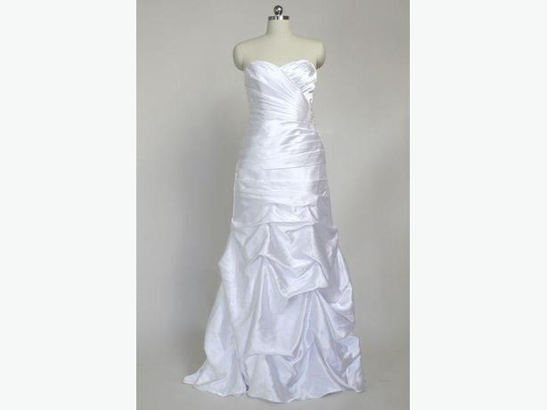 NEW- 16W Ruched Strapless Wedding Dress with Pick-up Skirt with Vera Wang Sash
