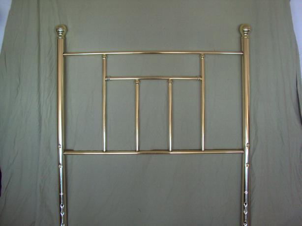 Brass looking Bedframe. $5.00