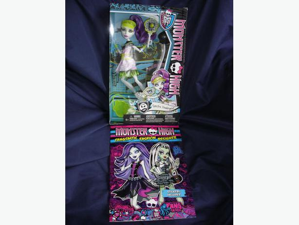 Monster High 2013 Ghoul Sports SPECTRA VONDERGEIST Doll+Fashion Book, Stickers