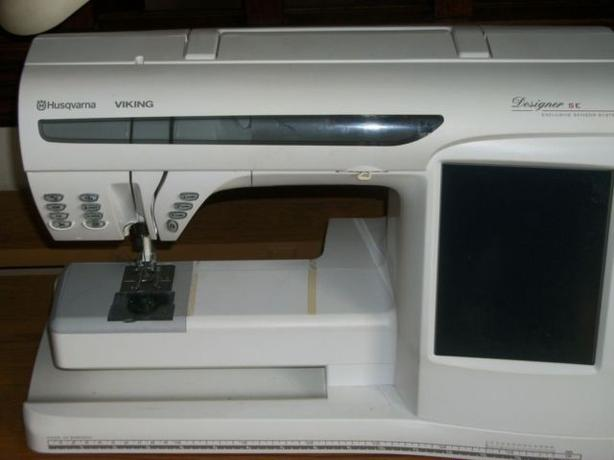 Husqvarna Viking Designer SE Embroidery Machine With Cabinet