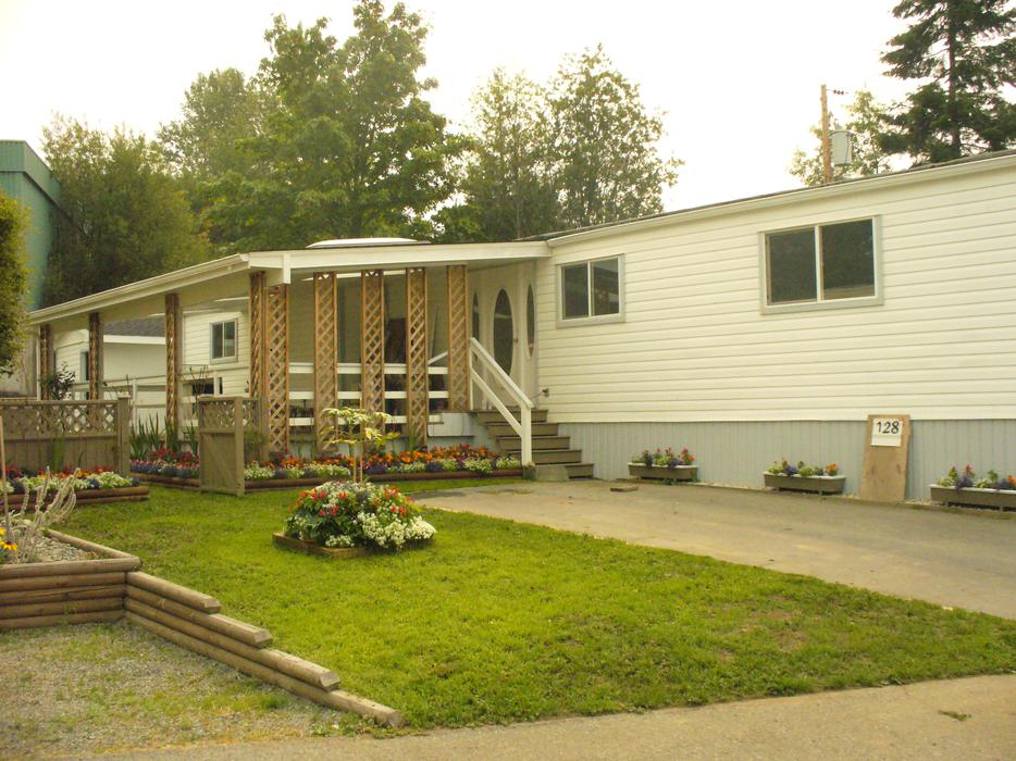 mobile homes for sale in peterborough with Mobile Home For Sale By Owner 26295547 on 43119608 likewise OPEN HOUSE SAT AND SUN OCT 17 18 10 4 991petersen Rd 26195671 together with HOME AND LARGE DUPLEX LOT FOR SALE  24836345 further Attraction Review G186338 D187547 Reviews Tower of London London England likewise SPROAT LAKE PORT ALBERNI 18983890.