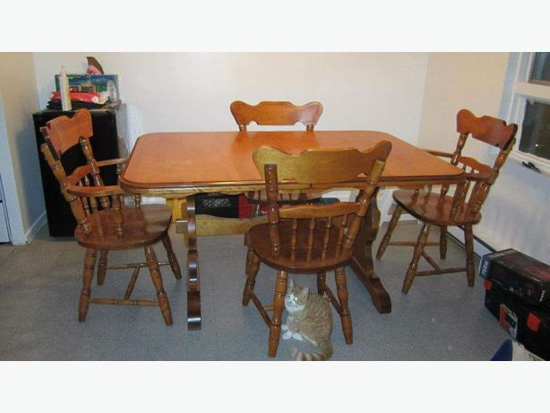 solid maple dining room set obo gloucester gatineau. Black Bedroom Furniture Sets. Home Design Ideas
