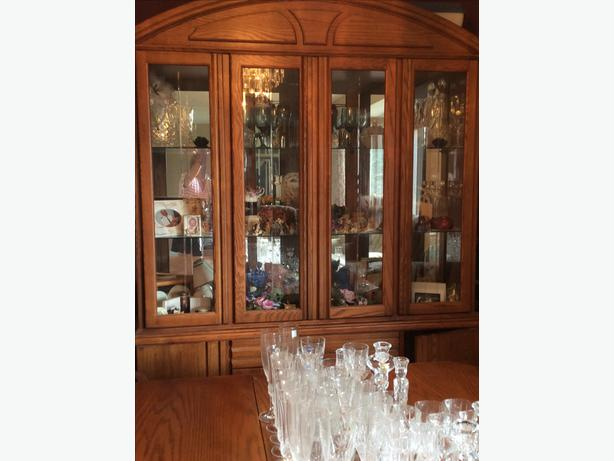 Beautiful Oak Hutch And Dining Room Set Cobble Hill Cowichan