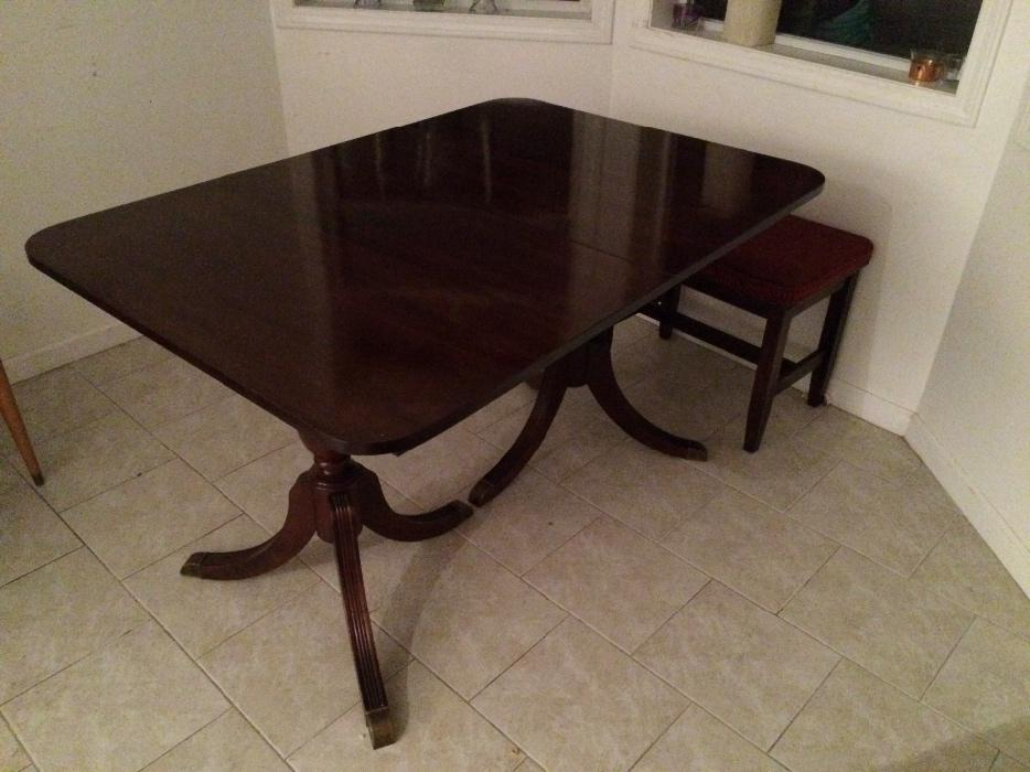 Condo size antique mahogany dining table saanich victoria for Dining room tables victoria bc