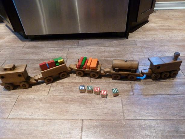 5 car Handicrafted wooden train set with wooden blocks