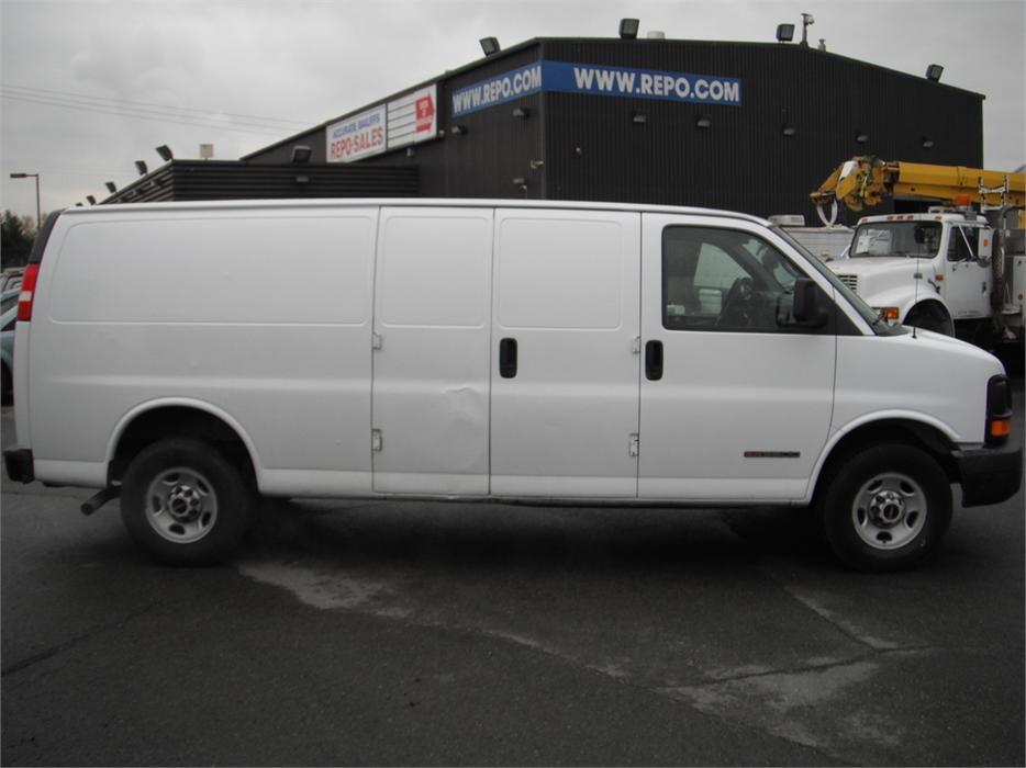 2006 Gmc Savana G3500 Extended Cargo Van Outside Okanagan