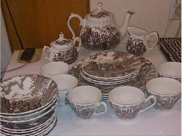 Myott Royal Mail Dish Set  *** NEW PRICE ***