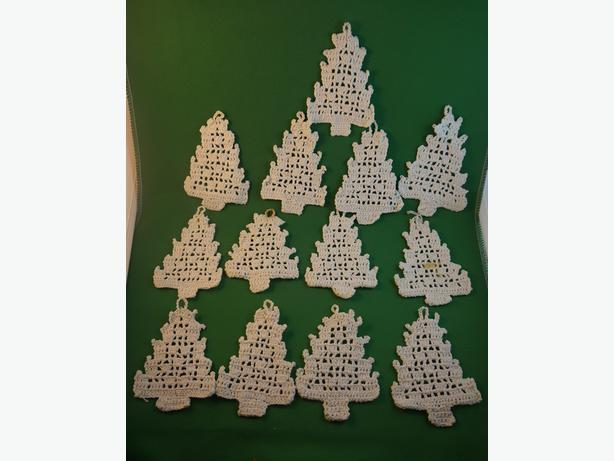 4u2c  VINTAGE 14 CROCHET XMAS TREE AND 1 BOOT ORNAMENTS