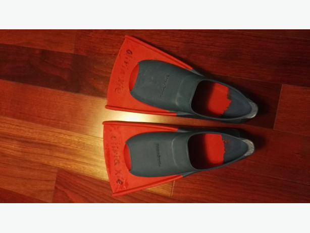 swimming training fins in excellent condition