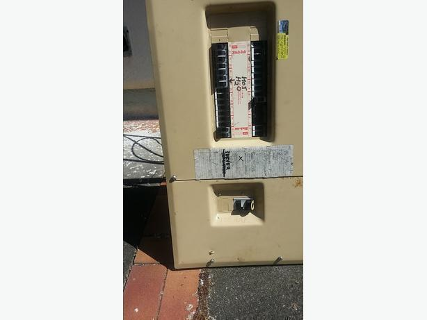 100 amp panel w brakers