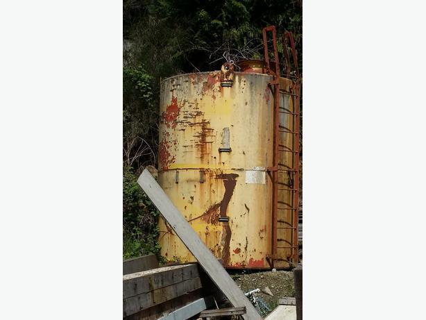 Steel water tank 11 high 8 around