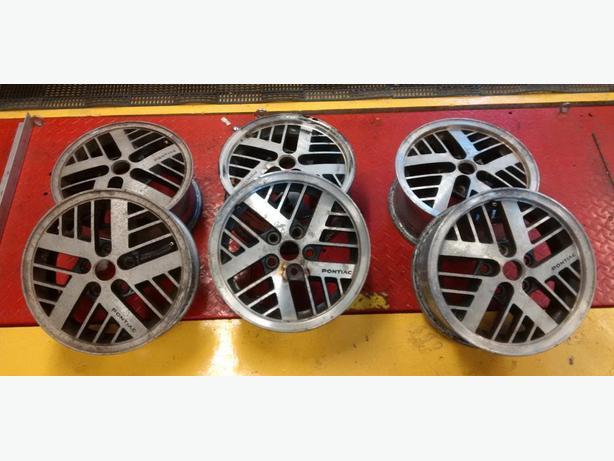 """Pontiac 14"""" Aluminum wheels"""