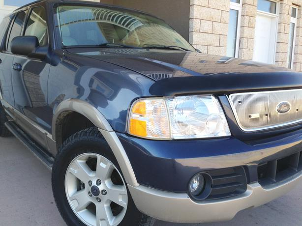 03 Ford Explorer EDDIE BAUER,4X4,Leather, 7 seats (FULLY LOADED)