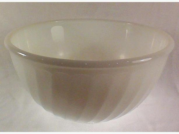 Fire-King mixing bowl white swirl 9 inch