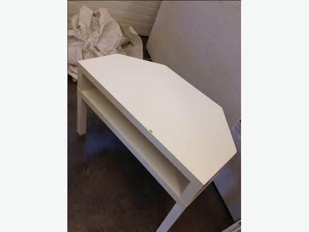 ikea corner tv stand white courtenay courtenay comox. Black Bedroom Furniture Sets. Home Design Ideas