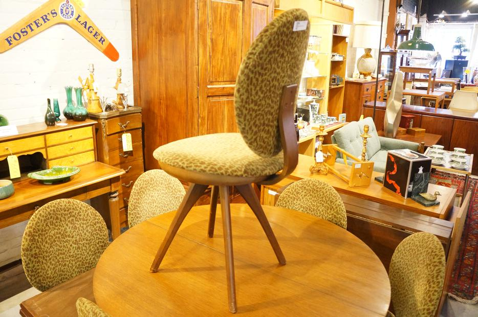 Sale 25 OFF MID CENTURY MODERN HONDERICH ROUND DINING  : 50061735934 from www.usedvictoria.com size 934 x 620 jpeg 110kB