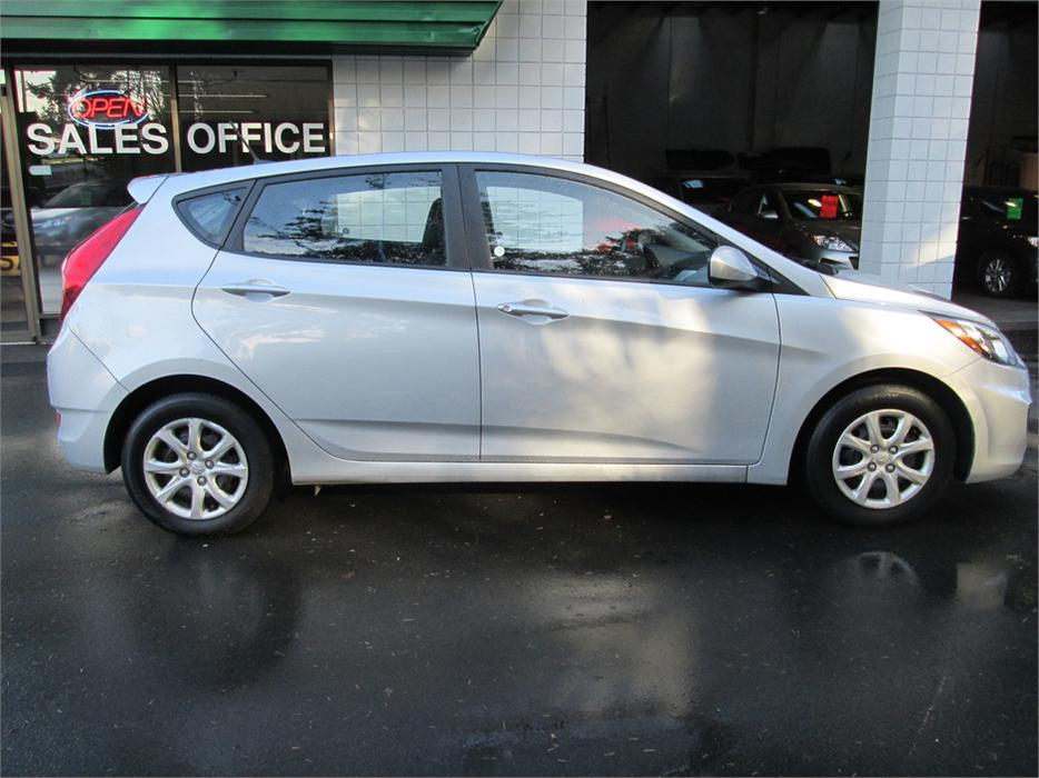 2013 Hyundai Accent Gl Auto W Heated Front Seats West