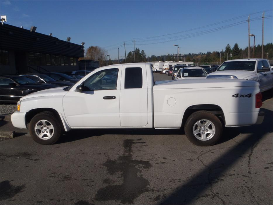 2006 dodge dakota slt club cab short box 4wd with tonneau cover outside comox valley campbell. Black Bedroom Furniture Sets. Home Design Ideas