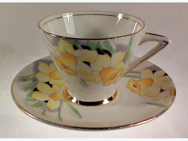Phoenix daffodils teacup & saucer