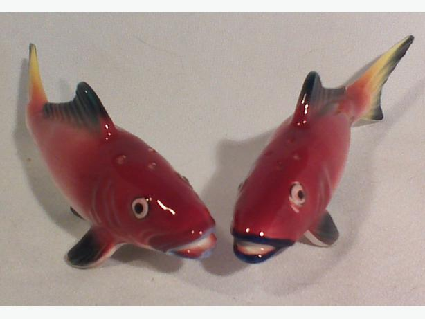 Spawning salmon salt & pepper shakers