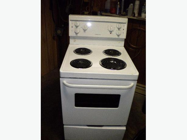 Immaculate white Frigidaire apartment size stove Victoria City ...
