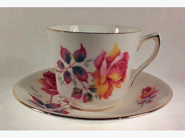 Elizabethan rose teacup & saucer