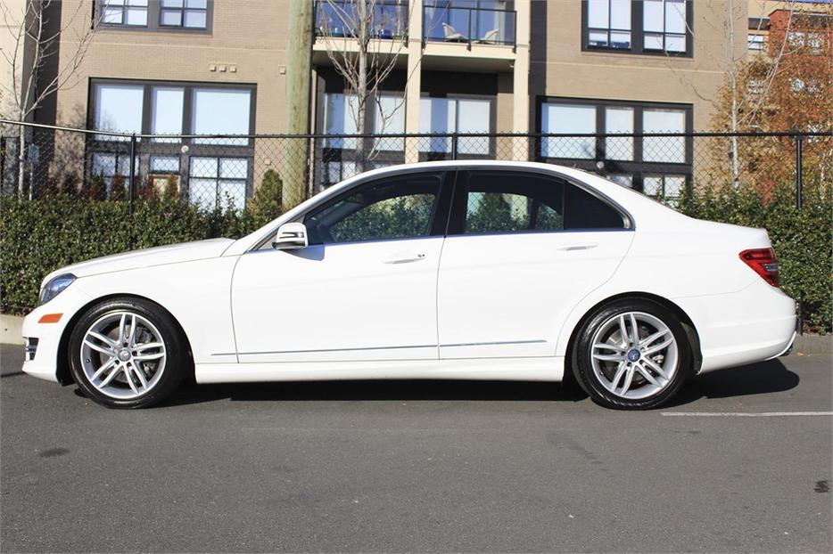 2013 mercedes benz c class c300 4matic outside nanaimo for Average cost of oil change for mercedes benz