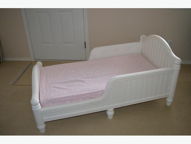 White Graco Toddler Bed With Mattress North Nanaimo Nanaimo