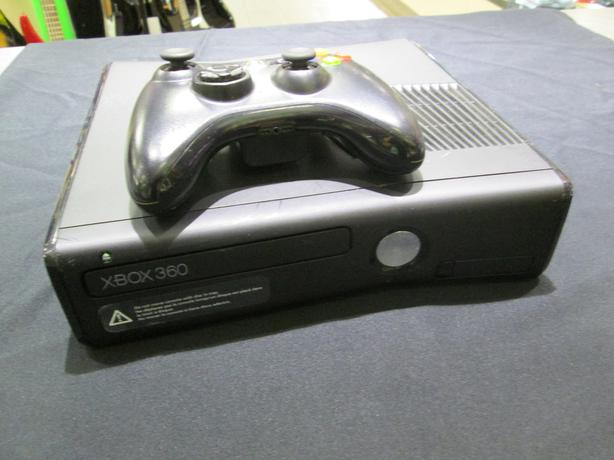 250 GB XBOX 360 WITH CONTROLLER **MONEYMAXX**